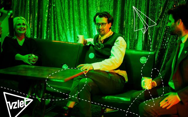 Host talkshow Kupé V lese
