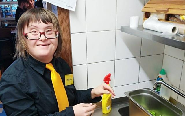 Pomozme zachránit kavárnu AdAstra zaměstnávající lidi s handicapem