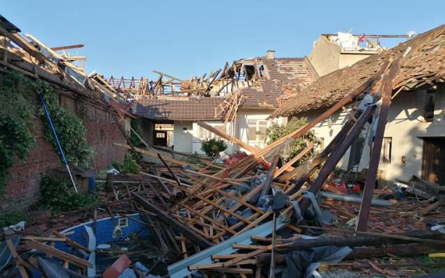 Pomohli jste Lucii a její rodině, kterým tornádo poničilo dům