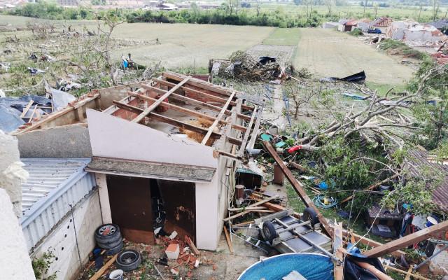 Pomohli jste Pavkovým, kterým tornádo vzalo střechu a zničilo úrodu