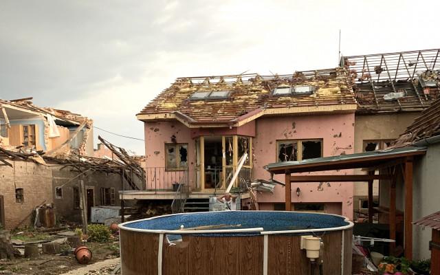 Pomohli jste Lence, které tornádo zničilo dům