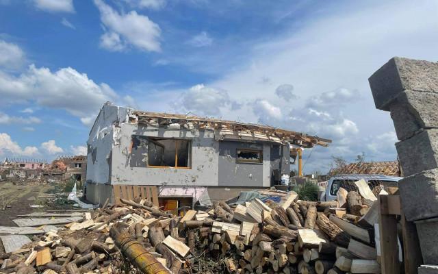 Pomohli jste rodině z Hrušek, které tornádo vzalo střechu nad hlavou