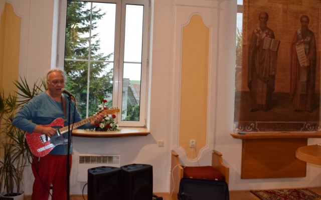 Speciální koncert Petra Linharta s procházkou po trati, po které nikdy nevyjely vlaky