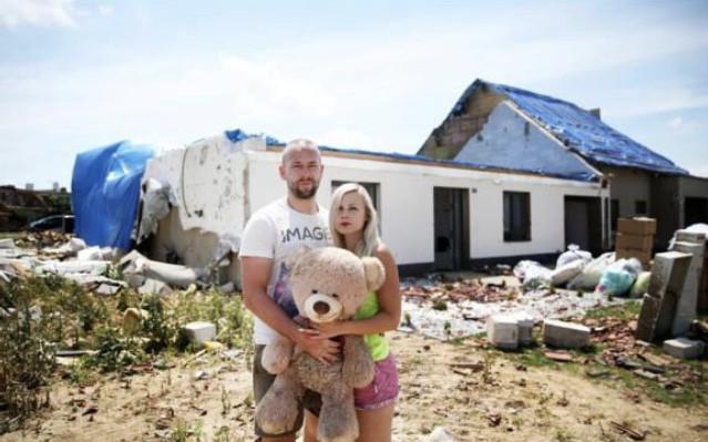 Pomohli jste dvoum rodinám s opravami domů, které zničilo tornádo