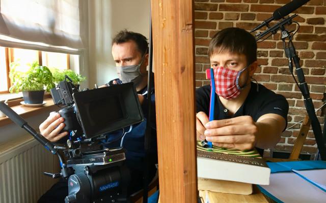 Podpořte společně roztomilý krátký film v režii Jiřího Mádla #kulturažije i když jsou #tvůrcivizolaci