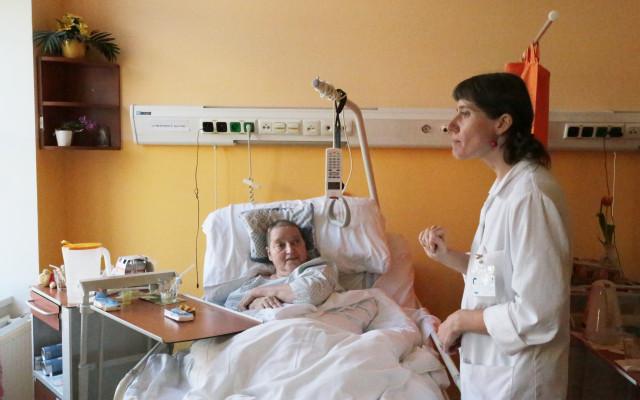 Podpořme péči o osamělé pacienty v nemocnicích