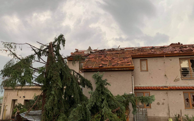 Tornádo v Hruškách - pomoc panu Broňkovi Hálovi