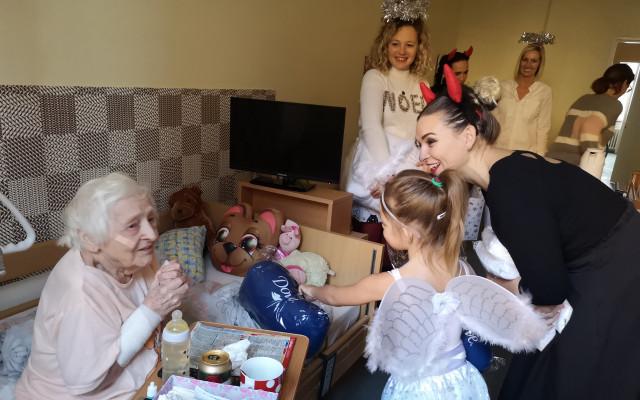 Mikulášská nadílka u babiček a dědečků vdomovech pro seniory