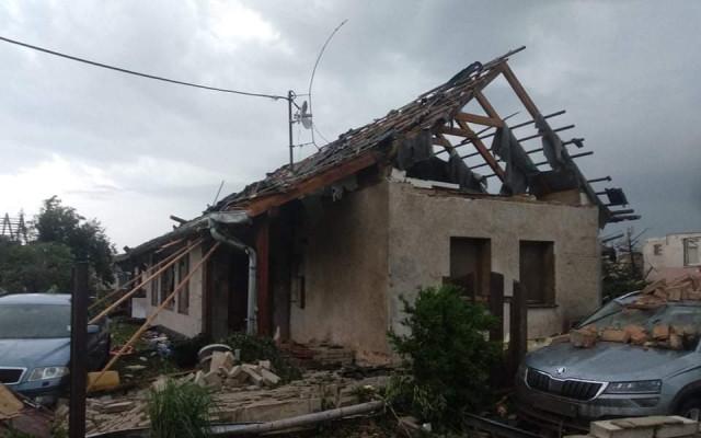 Složili jste se na opravu penzionu a rodinného domu, které zasáhlo tornádo