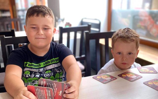 Pomoc pro maminku samoživitelku a její dva syny – Alexe a Matýska