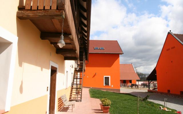 Ubytování v Podřipské farmě + prohlídka farmy
