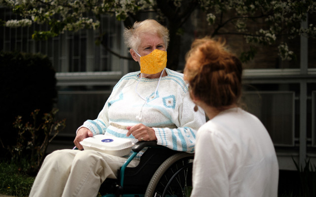 Breakfaststory & kampaň Potěš obědem: rozvoz bezplatných obědů seniorům a samoživitelům pokračuje