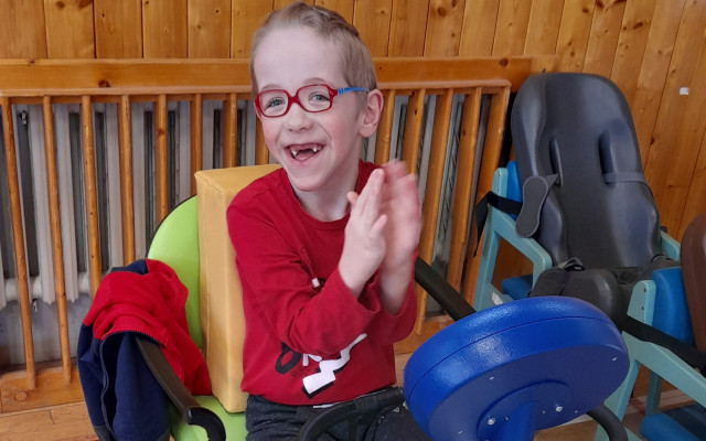 Peklákový Everesting pro Šimonka - přispějte mu na hipoterapii a rehabilitaci