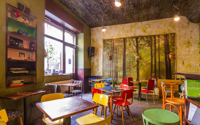 Café V lese: Spolek studentů Arts managementu VŠE pomáhá oblíbené kavárně v krizové situaci