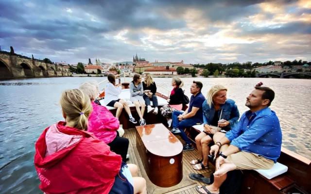 Projížďka soukromou lodí po Vltavě s mým výkladem