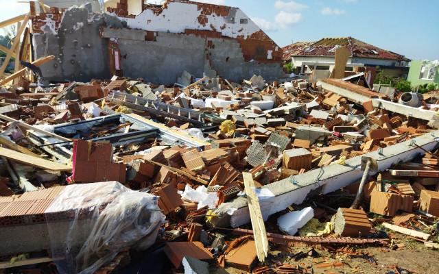 Pomohli jste pro Balášovým - tornádem zdemolovaná novostavba v Mikulčicích