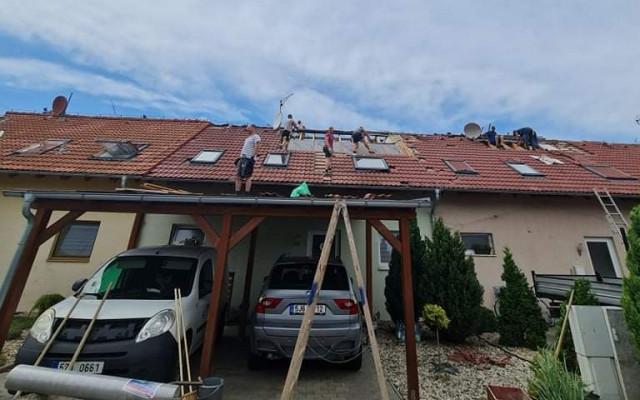 Pomohli jste třem rodinám, kterým tornádo zničilo domy