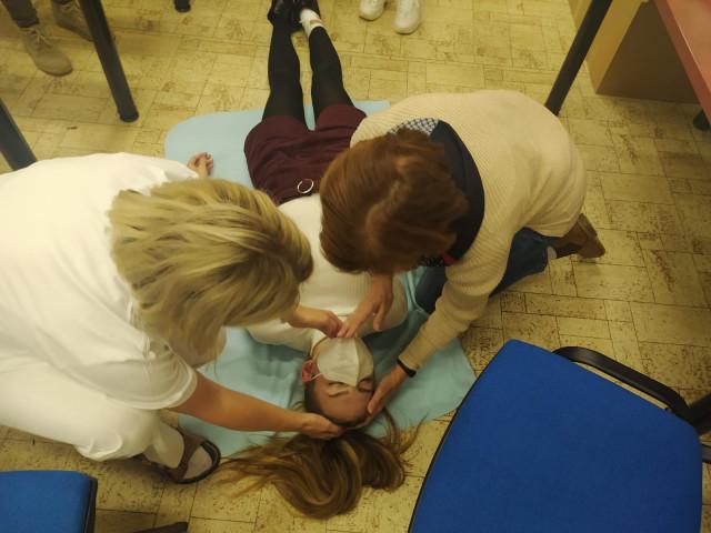 Pomozte připravit dobrovolníky do nemocnic a sociálních služeb