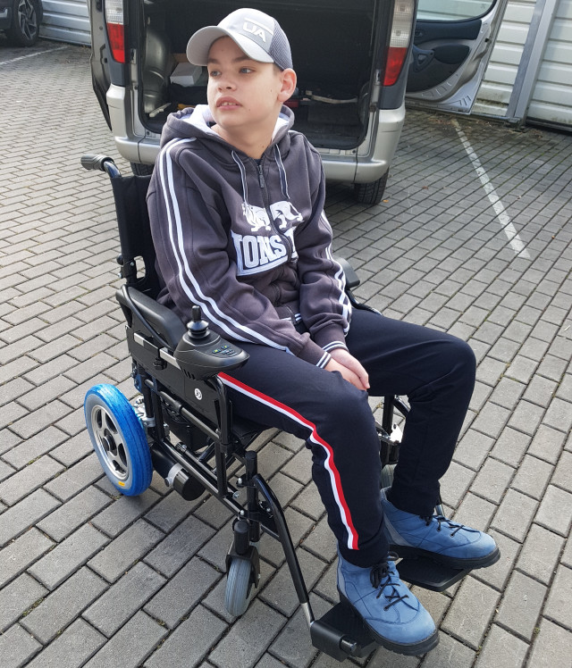 Díky vám má Venda nový elektrický invalidní vozík