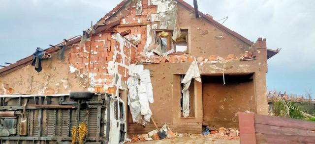 Pomoc rodině Talábových v Hruškách - tornádo jim zdevastovalo dům