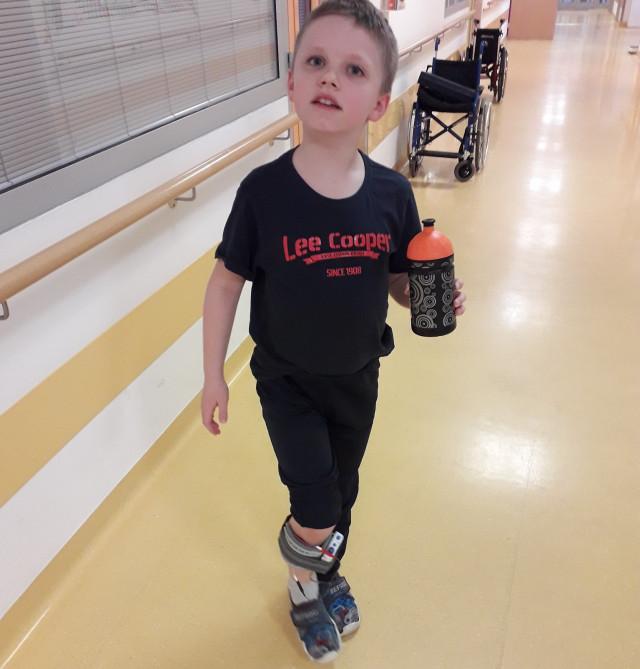 Pro Danečka s fokální dystonií na stimulační přístroj WalkAide