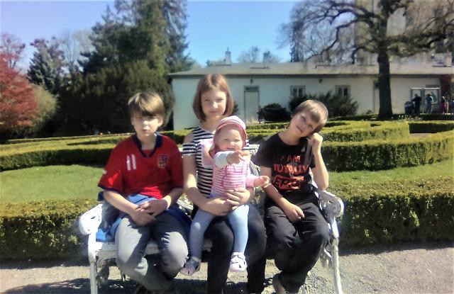 Maminka Nikola je sama na čtyři děti a chybí jí peníze na nájem