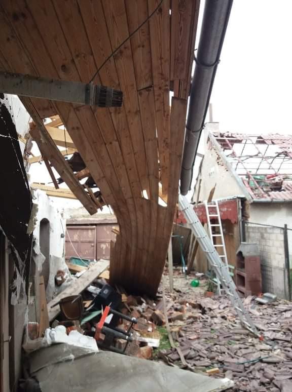 Pomoc dcére Júlii Diváckej s rodinou v Mikulčiciach po ničivom tornáde