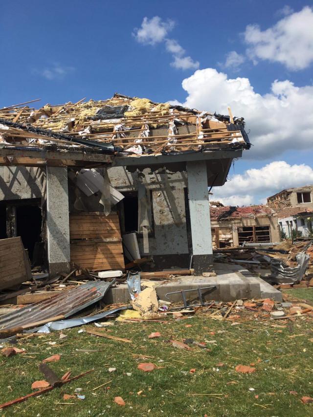 Pomoc pro rodinu Stanislava Výmoly ml. z Mikulčic na obnovu domů a vinice