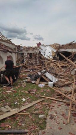 Pomoc pro rodinu Sečkařových, kterým tornádo vzalo člena rodiny a domovy