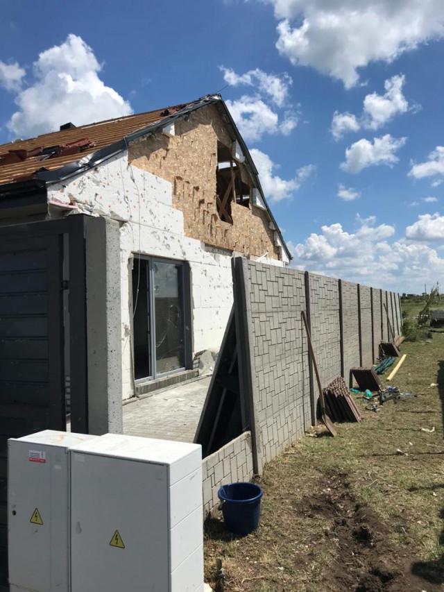 Tornádo v Hruškách - pomoc rodině Dolečkových, kteří přišli o střechu nad hlavou