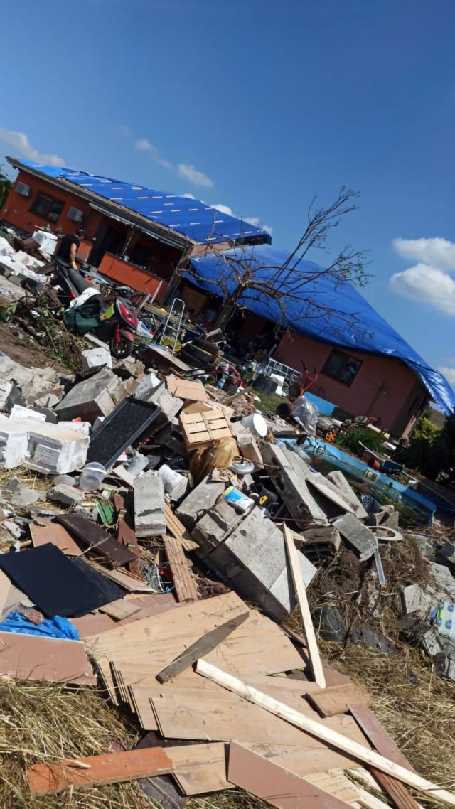 Rodina Kosových z domu zničeného tornádem v Mikulčicích potřebuje pomoc