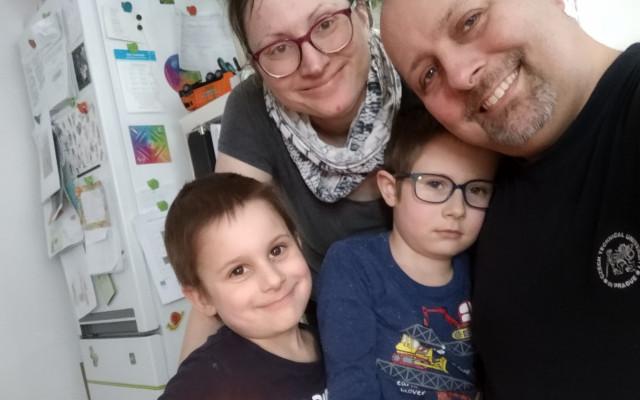 COVID jim vzal tátu, Jana je teď na 3 malé kluky sama