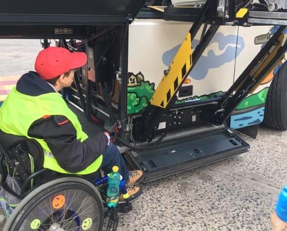 Nový invalidní vozík pro Filipa