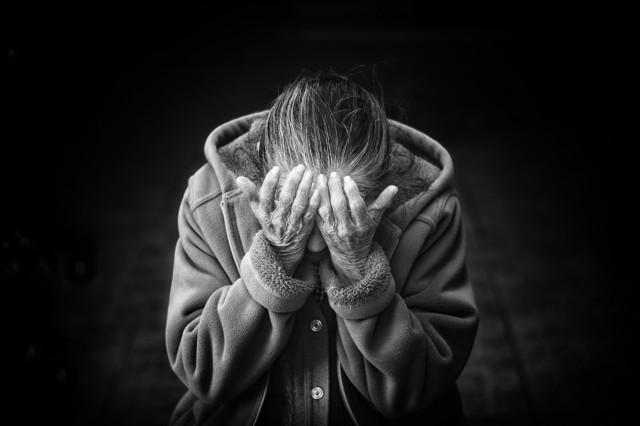 Péče a podpora těm, kteří jsou v těžké životní situaci