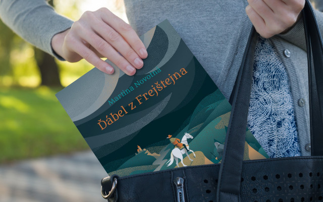 První kniha Ďábel z Frejštejna s podpisem autorky a autorská  kresba hradu Frejštejn vytištěná na fotopapír 30 x 20 cm