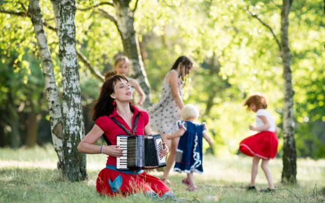 Soukromá hodina pro vás, nebo vaše dítě (klavír, akordeon, ukulele, zpěv) + CD dle vlastního výběru