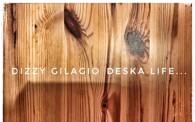 Deska kapely Dizzy Gilagio v originálním obalu