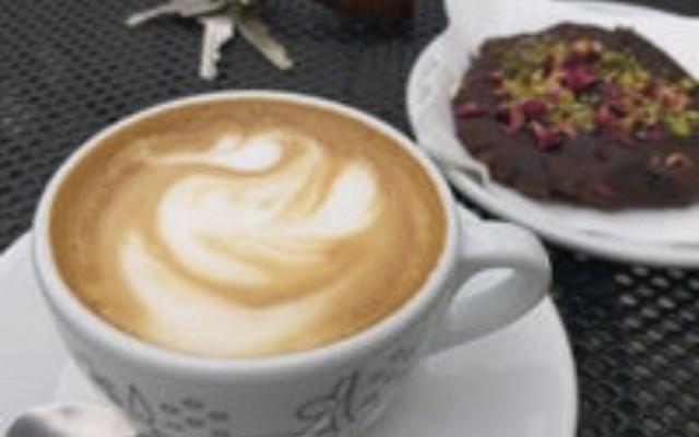 čaj/káva a dortík dle vašeho výběru
