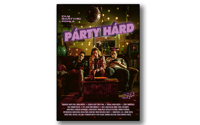 Plakát PÁRTY HÁRD podepsaný tvůrci