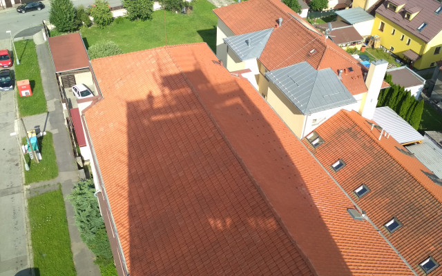 Vůně ve stínu věže