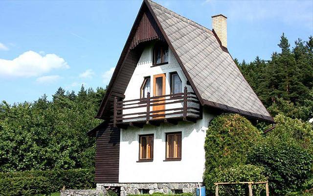 Rodinný pobyt na chatě v Urbanově u Telče, poděkování v závěrečných titulcích, pozvánka na premiérové promítání